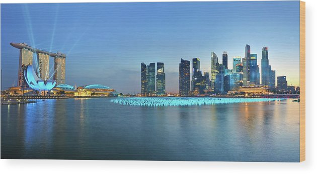 Tranquility Wood Print featuring the photograph Singapore Marina Bay by Fiftymm99