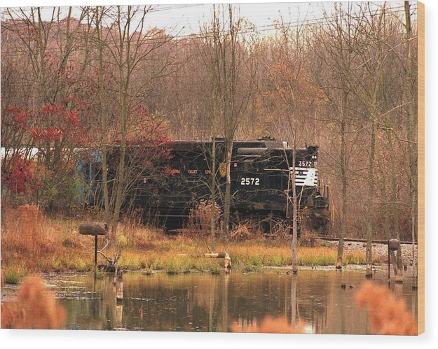 Train Wood Print featuring the photograph 080706-57 by Mike Davis