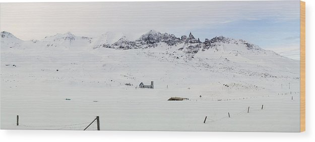 Farm Wood Print featuring the photograph Farmhouse In Iceland by Birgir Freyr Birgisson