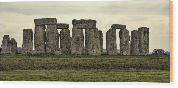England Wood Print featuring the photograph Stonehenge Monument by Jon Berghoff