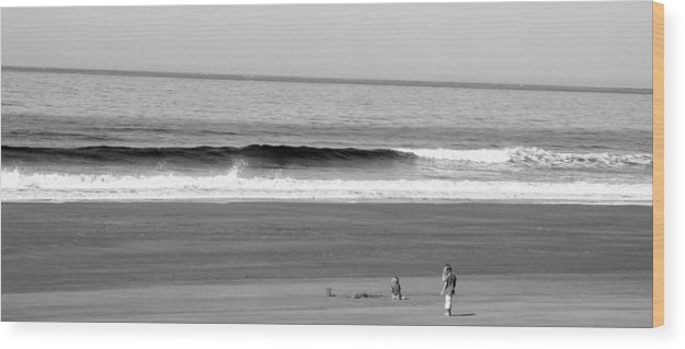 Children Wood Print featuring the photograph Kids On The Beach by Peggy Valouch