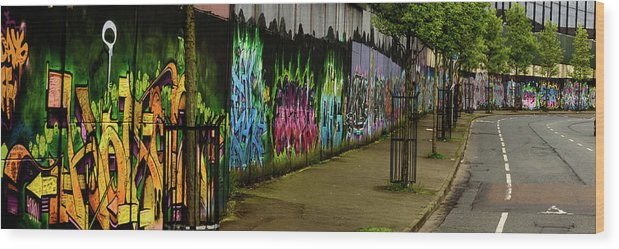 Belfast Wood Print featuring the photograph Belfast - Painted Wall - Ireland by Jon Berghoff
