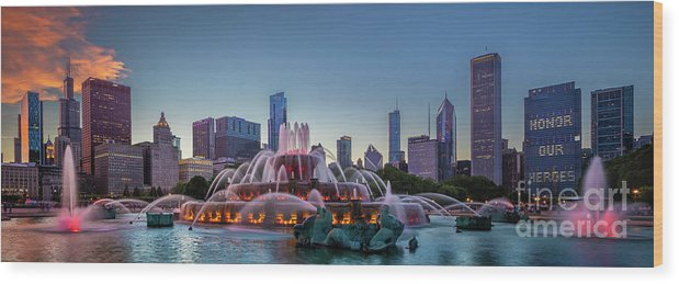 America Wood Print featuring the photograph Buckingham Fountain - Panorama by Inge Johnsson
