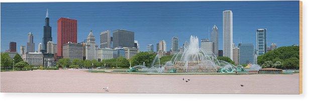 Panoramic Wood Print featuring the photograph Usa, Michigan, Chicago, Buckingham by Travelpix Ltd