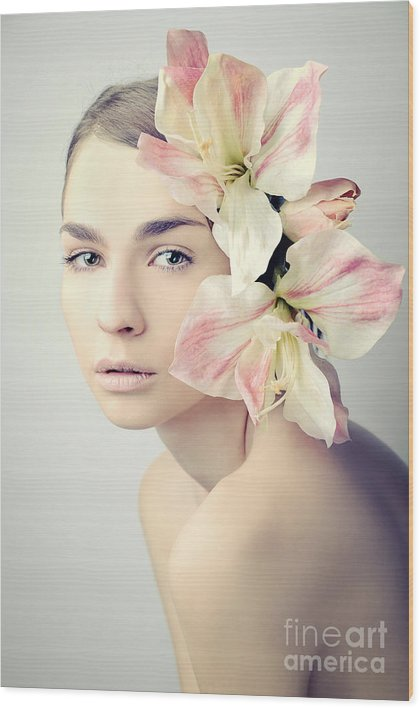 Beauty Wood Print featuring the photograph Beauty by Roza Sampolinska