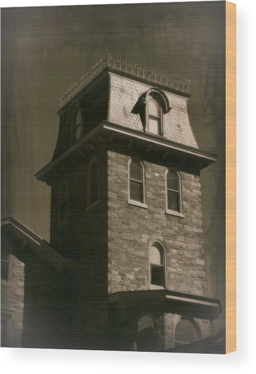 House Wood Print featuring the photograph Haunted House 1 by Brenda Conrad