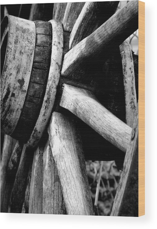 Wheel Wood Print featuring the photograph Wagonwheel by Noreen Berman