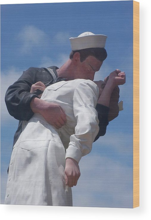 Ww2 Wood Print featuring the photograph The Famous Ww2 Statue In San Diego by Heidi Kummer