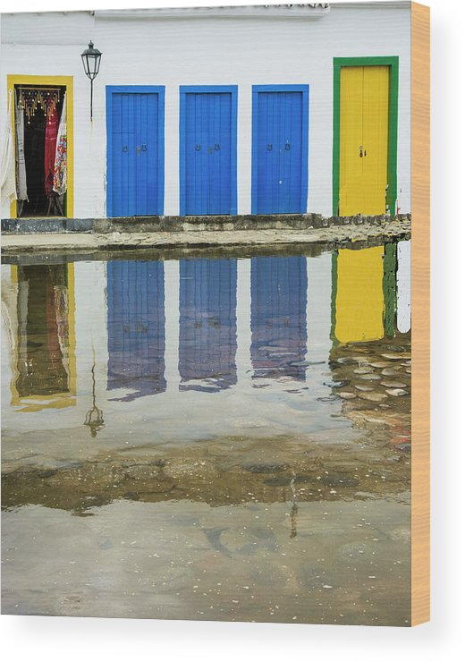 Landscape Wood Print featuring the photograph Doorways In Paraty by Stan Roban