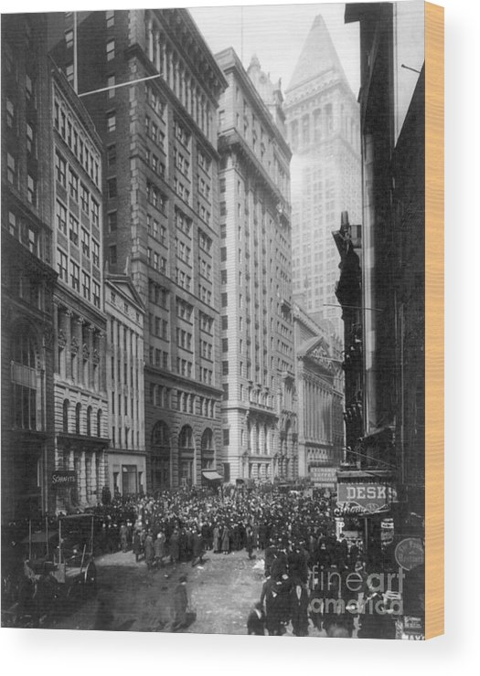 1920 Wood Print featuring the photograph Financial Center, C1920 by Granger