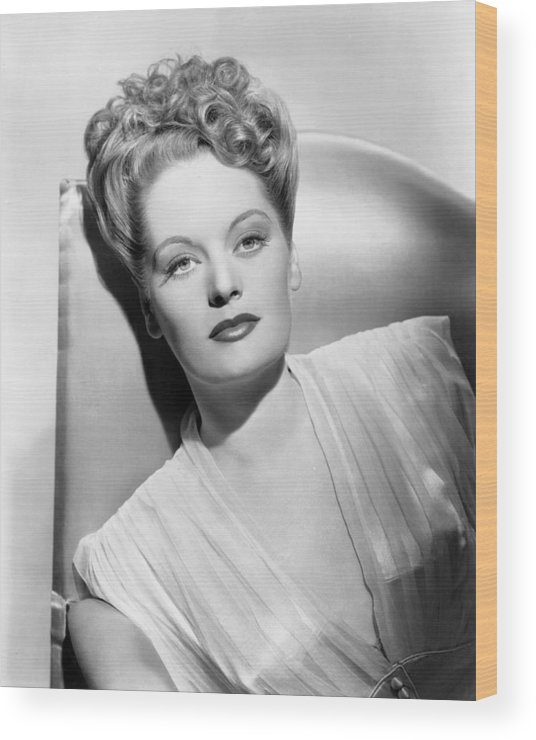 1940s Hairstyles Wood Print featuring the photograph Alexis Smith, Ca. Mid-1940s by Everett