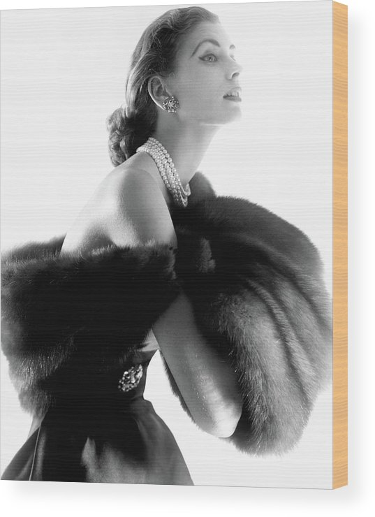 Personality Wood Print featuring the photograph Suzy Parker by Horst P. Horst