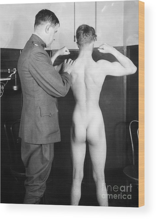 1917 Wood Print featuring the photograph World War I: Examination by Granger