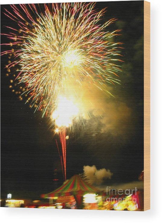 Fair Wood Print featuring the photograph Grand Finale At The Fair by Patricia Januszkiewicz