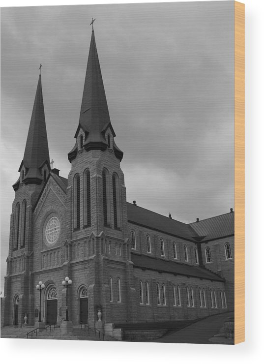 Cahedral Wood Print featuring the photograph Cathedral by Lisa Hebert