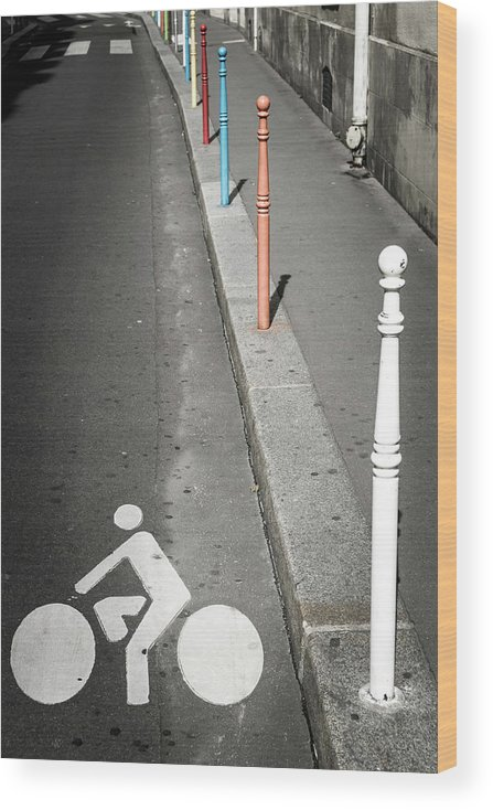 Pole Wood Print featuring the photograph Bicycle Symbol In Paris by Carlos Sanchez Pereyra