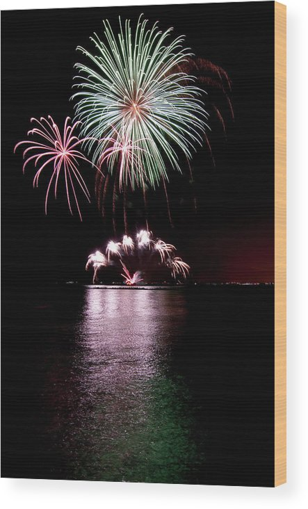 Lake Michigan Wood Print featuring the photograph Chicago Fireworks by 400tmax