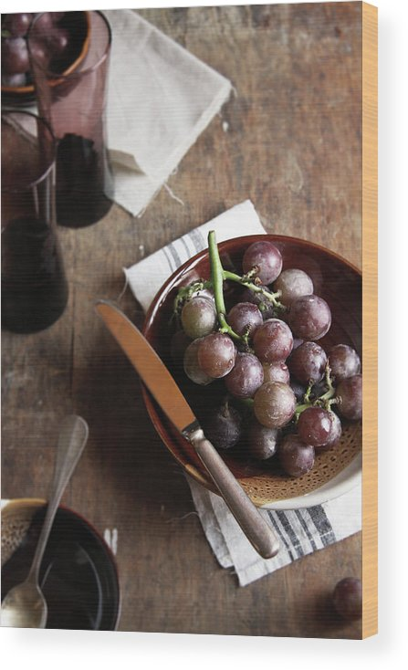 Spoon Wood Print featuring the photograph Grape by 200