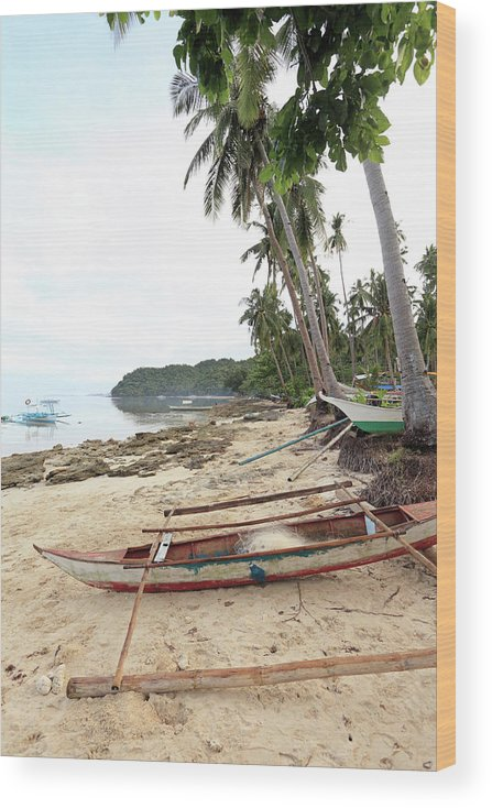 Water's Edge Wood Print featuring the photograph Ready To Fishing by Vuk8691