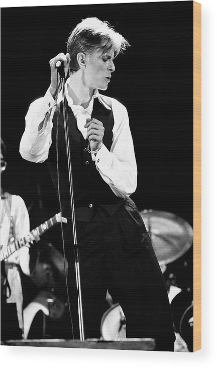 David Bowie Wood Print featuring the photograph David Bowie 1976 #2 by Chris Walter
