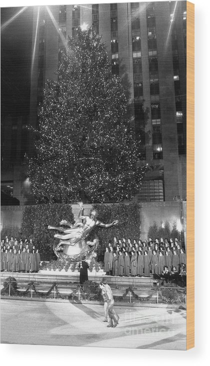 1980-1989 Wood Print featuring the photograph Christmas Tree At Rockefeller Center by Bettmann