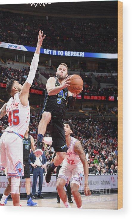 Nba Pro Basketball Wood Print featuring the photograph Dallas Mavericks V Chicago Bulls by Randy Belice