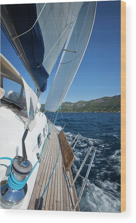 Curve Wood Print featuring the photograph Sailing In The Wind With Sailboat by Mbbirdy