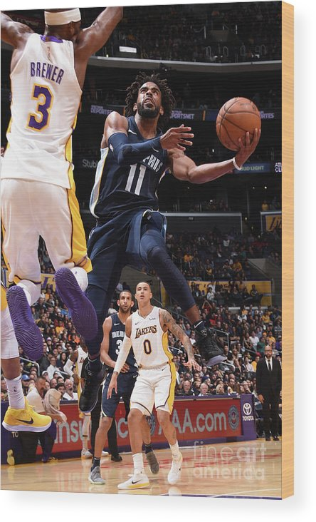 Nba Pro Basketball Wood Print featuring the photograph Memphis Grizzlies V Los Angeles Lakers by Andrew D. Bernstein