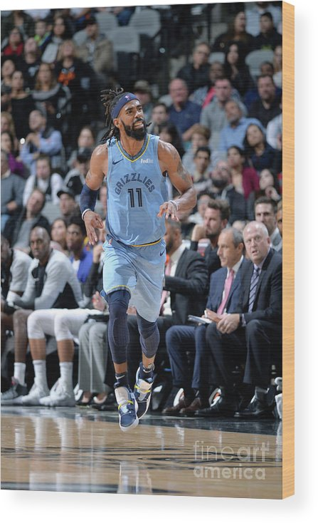 Nba Pro Basketball Wood Print featuring the photograph Memphis Grizzlies V San Antonio Spurs by Mark Sobhani