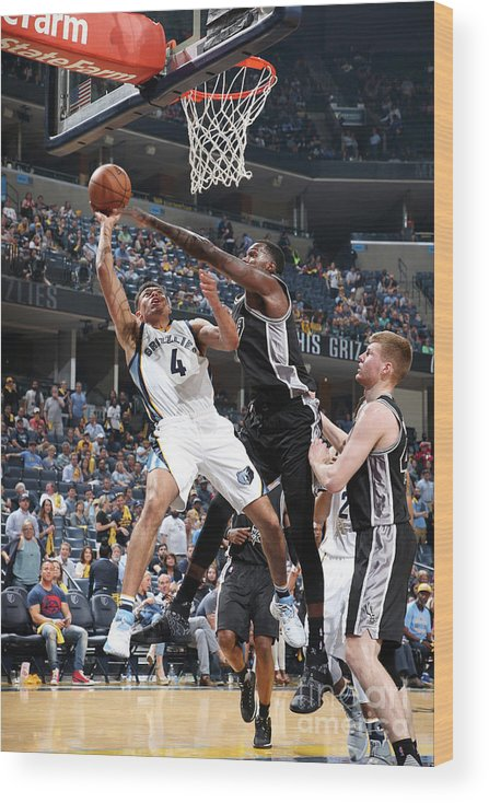 Playoffs Wood Print featuring the photograph San Antonio Spurs V Memphis Grizzlies - by Joe Murphy
