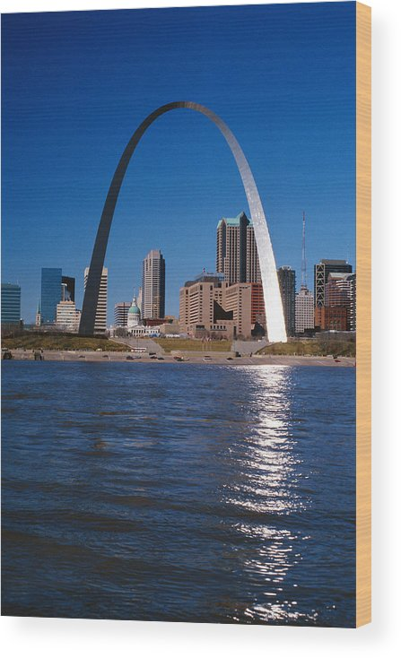 Arch Wood Print featuring the photograph Gateway Arch In St Louis, Missouri by Stockbyte