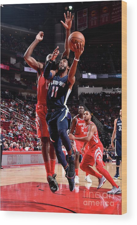 Nba Pro Basketball Wood Print featuring the photograph Memphis Grizzlies V Houston Rockets by Bill Baptist