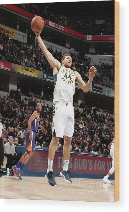 Nba Pro Basketball Wood Print featuring the photograph Phoenix Suns V Indiana Pacers by Ron Hoskins
