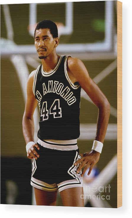 1980-1989 Wood Print featuring the photograph San Antonio Spurs George Gervin by Andy Hayt