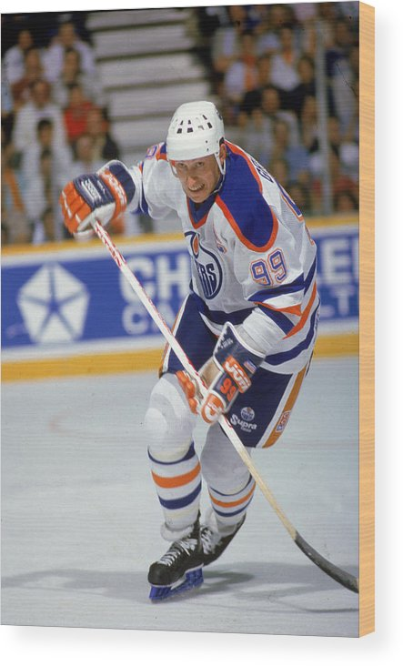 1980-1989 Wood Print featuring the photograph Wayne Gretzky In Action by B Bennett