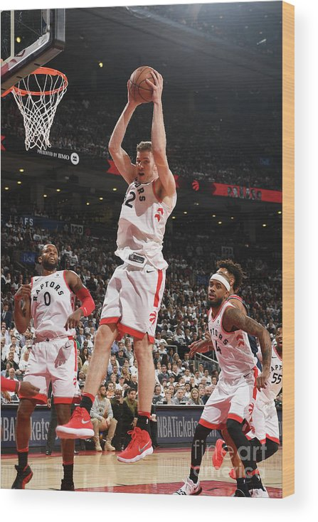 Playoffs Wood Print featuring the photograph Jakob Poeltl by Ron Turenne