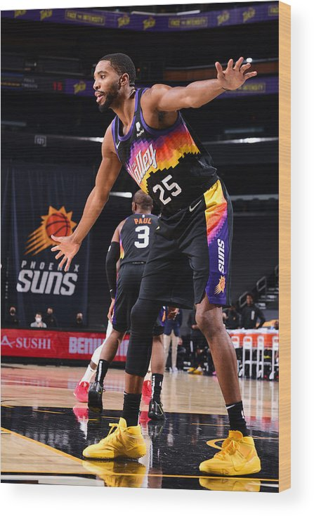Nba Pro Basketball Wood Print featuring the photograph LA Clippers v Phoenix Suns by Michael Gonzales