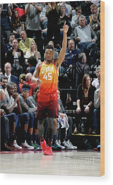 Crowd Wood Print featuring the photograph Donovan Mitchell by Melissa Majchrzak
