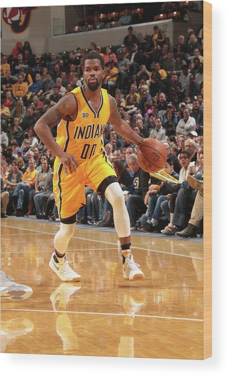 Nba Pro Basketball Wood Print featuring the photograph Aaron Brooks by Ron Hoskins