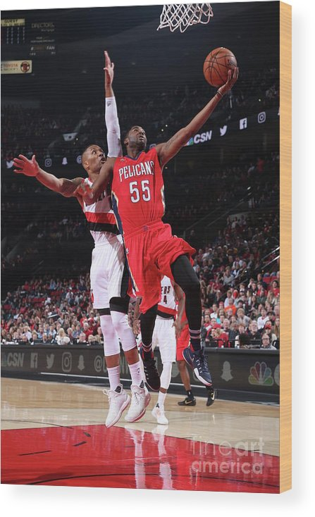 Nba Pro Basketball Wood Print featuring the photograph E'twaun Moore by Sam Forencich