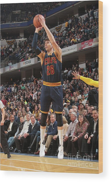 Nba Pro Basketball Wood Print featuring the photograph Kyle Korver by Ron Hoskins