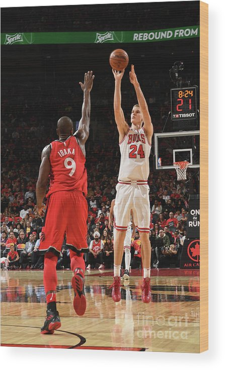 Chicago Bulls Wood Print featuring the photograph Lauri Markkanen by Ron Turenne