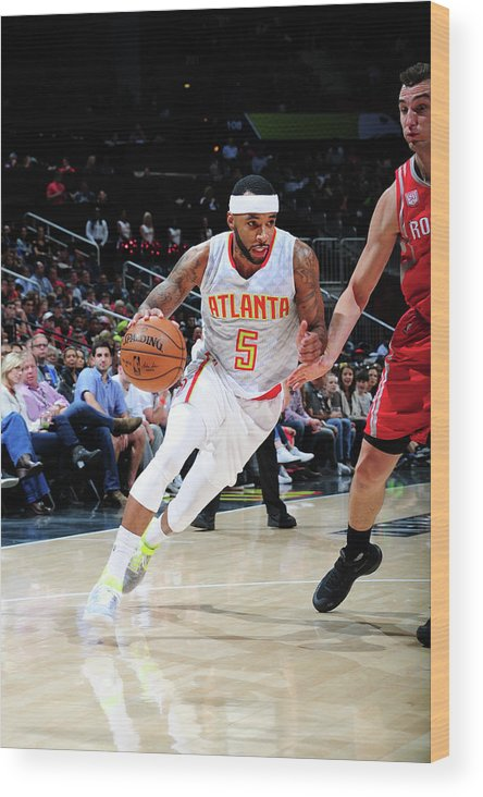 Atlanta Wood Print featuring the photograph Malcolm Delaney by Scott Cunningham