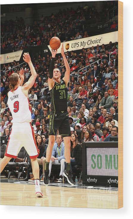 Atlanta Wood Print featuring the photograph Mike Muscala by Kevin Liles