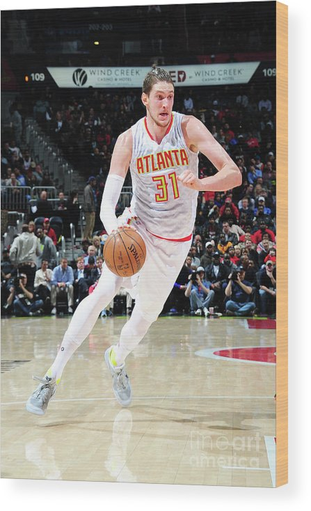 Atlanta Wood Print featuring the photograph Mike Muscala by Scott Cunningham
