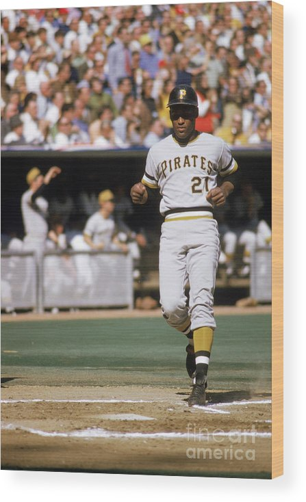 Scoring Wood Print featuring the photograph Roberto Clemente by Mlb Photos