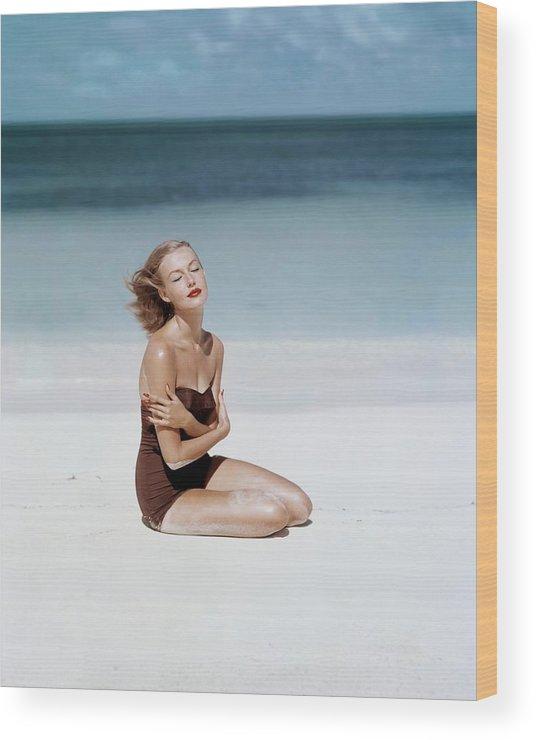 Fashion Wood Print featuring the photograph Liz Benn Sitting On A Beach by John Rawlings