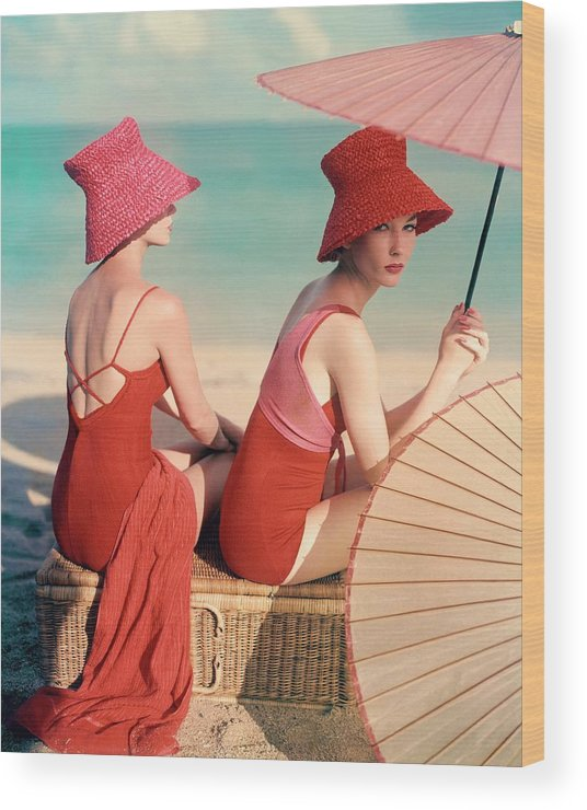 Fashion Wood Print featuring the photograph Models At A Beach by Louise Dahl-Wolfe