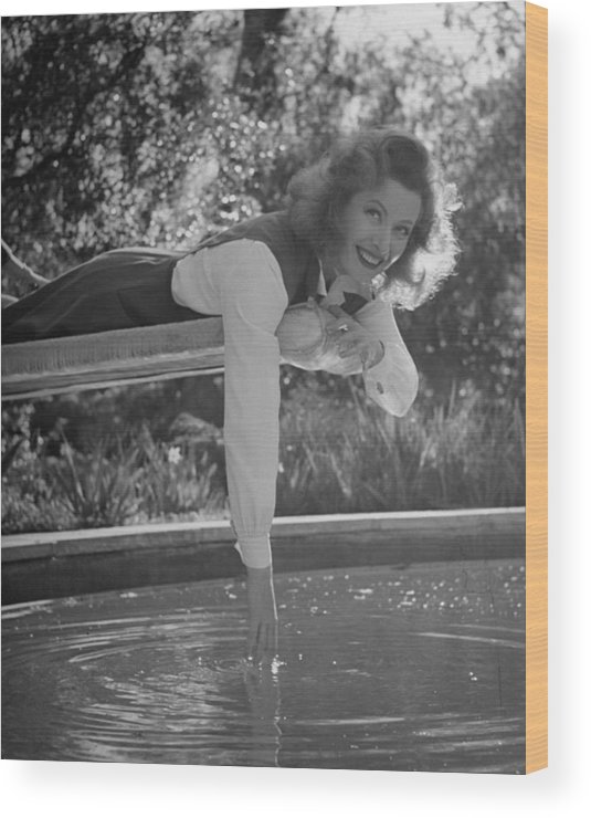 Timeincown Wood Print featuring the photograph Greer Garson by Peter Stackpole