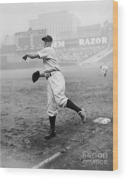 First Baseman Wood Print featuring the photograph Lou Gehrig Playing First Base by Bettmann
